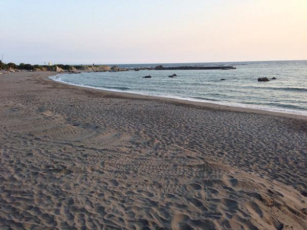 夕焼けに染まる葉山一色海岸